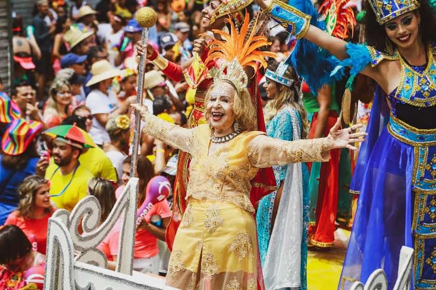 Galo da Madrugada arrasta mais de dois milhões de pessoas ao seu 42º desfile