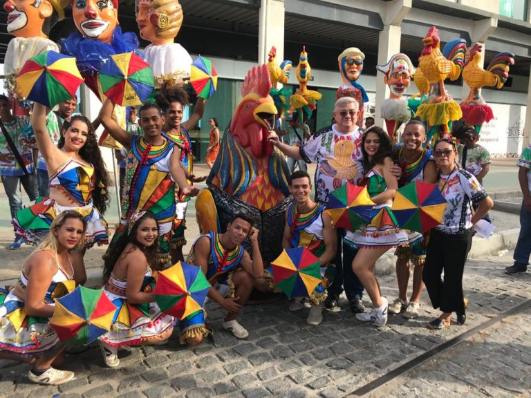 O Galo da Madrugada puxou o primeiro Arrastão do Frevo de 2020 no Recife Antigo